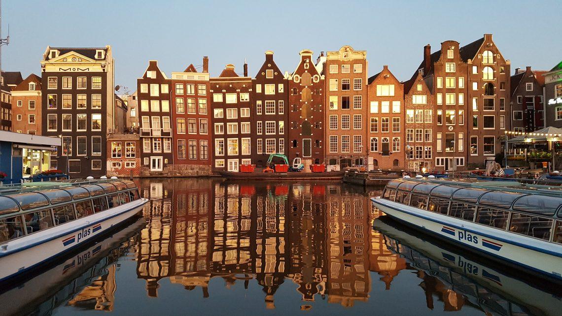 Die Amsterdam-Deklaration wurde 2002 von der Generalversammlung von Humanists International (damals: IHEU) beim 15. World Humanist Congress beschlossen.