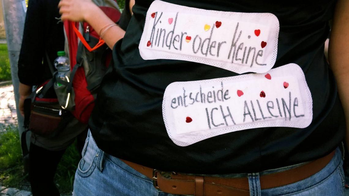 Protest für legale Abtreibung und gegen Paragraph 119a Schwangerschaftsabbruch Beratung