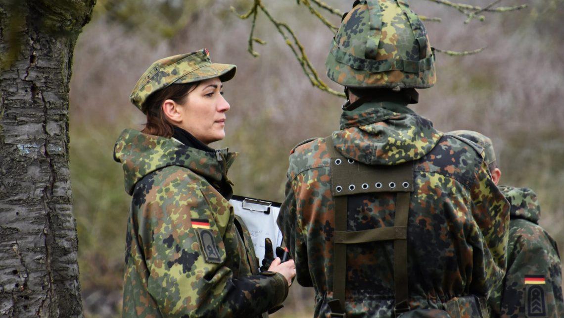 Etwa die Hälfte der Angehörigen der Bundeswehr gehört keiner Konfession an.