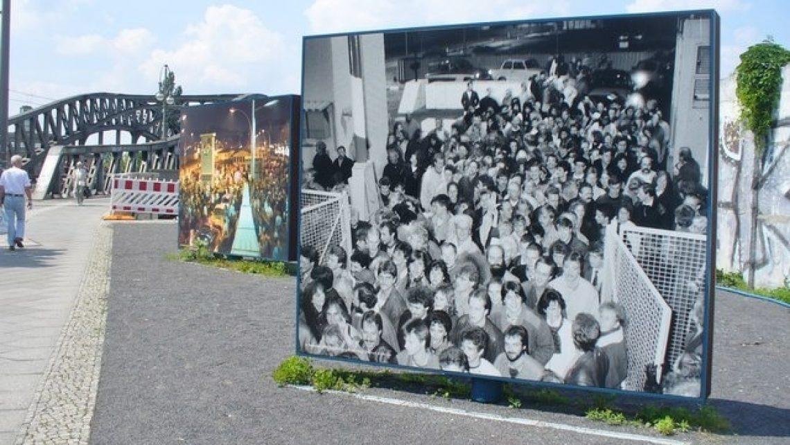 Berlin, Platz des 9 November 1989 (Tag des Mauerfalls in Berlin)