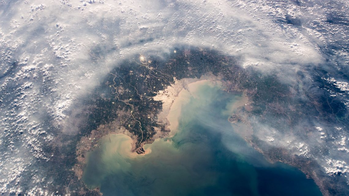 Der Astronaut Alexander Gerst hat diese Aufnahme von Smog aus dem Weltraum gemacht. Zu dem Bild schrieb er: