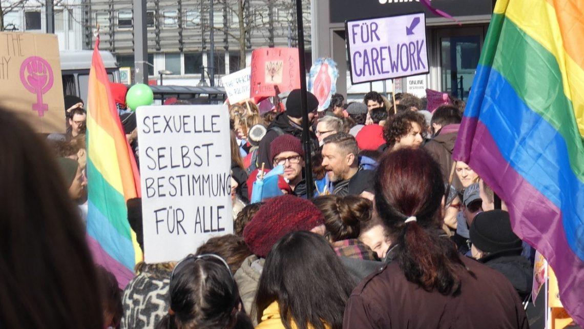Frauenkampftag auf dem Alexanderplatz in Berlin, am Internationalen Frauentag 2019