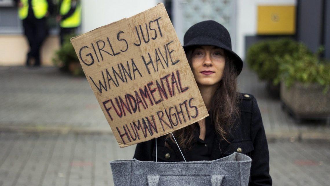 Schon 2016 hatte es Versuche gegeben, die reproduktiven Rechte von Frauen in Polen einzuschränken. Dies konnte damals durch Proteste der Zivilgesellschaft verhindert werden.